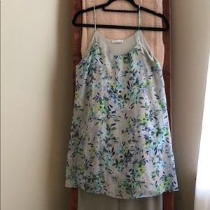 Flowy dress with floral details